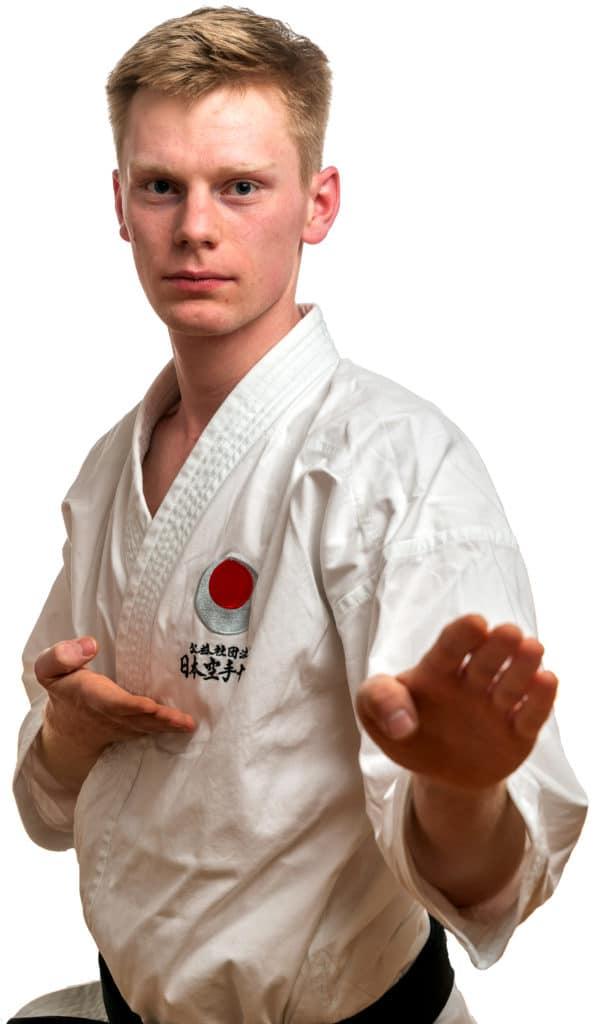 Tian Drange er Instruktør i Bjørgvin Karateklubb Fyllingsdalen, Bergen