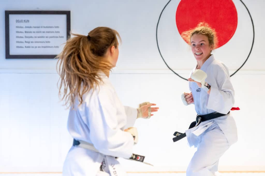 Fight Night 3 - Charlotte og Christina i kamp